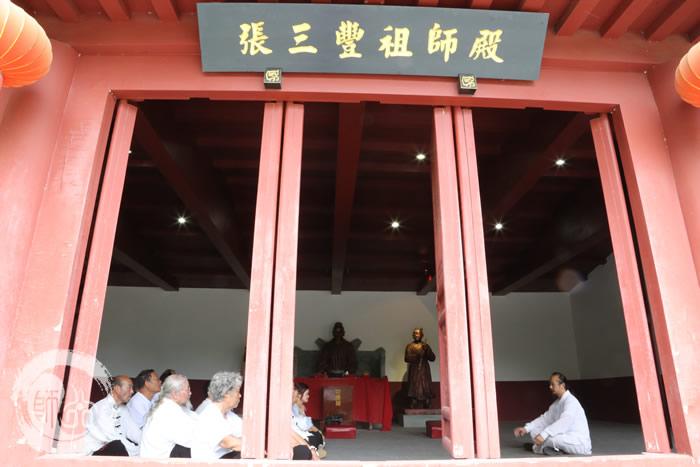 陈道长与上海老学员在祖师殿论道