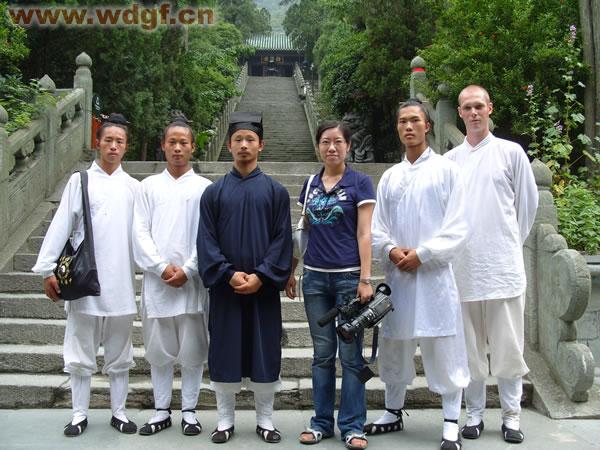 CCTV-10套《人与社会》栏目来访本馆