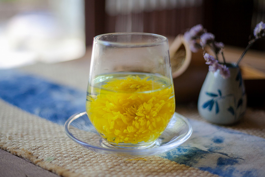 常饮菊花茶的保健养生护肝