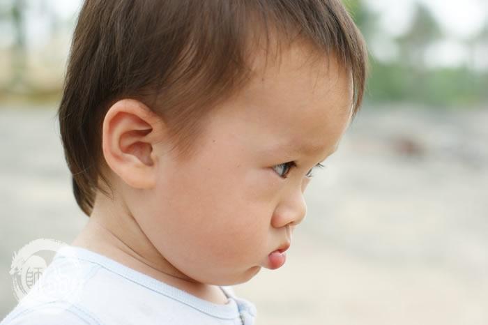 图片大全可爱小孩生气